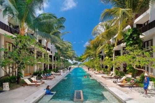 巴厘岛绿洲时尚海滩度假村