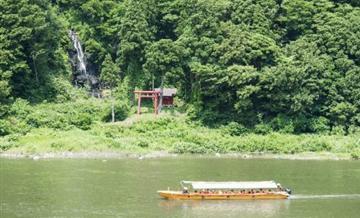 【TOHOKU BUFFET】 游览巴士芭蕉号(羽黑山和泛舟)